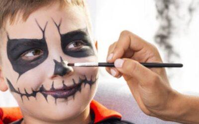 Una celebración de Halloween en el hogar, invitación de las autoridades locales y regionales