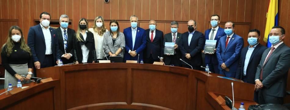 Ante el Congreso fue radicada solicitud de autorización para la creación de la RAP del Agua y la Montaña Antioquia –Caldas